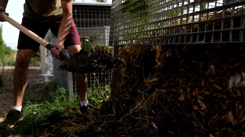 Extracción de compost para su aplicación y beneficio en el bioterritorio.